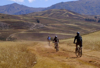 BIKING IN CUSCO – VISITING 4 ARCHEOLOGICLA PLACES